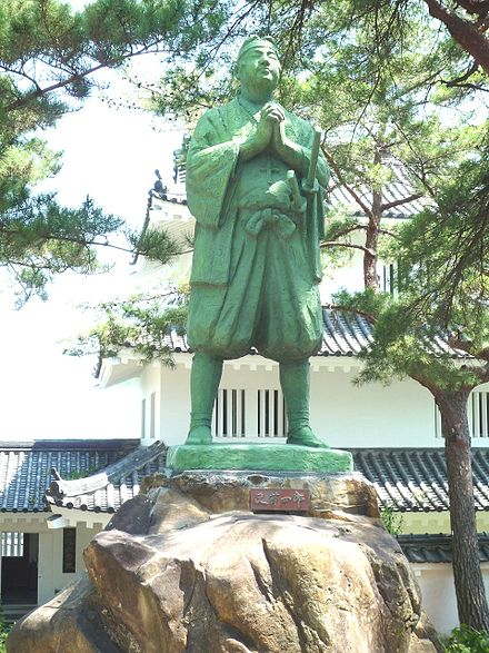 440px-statue_of_amakusa_shiro_at_shimabara_castle_20090906